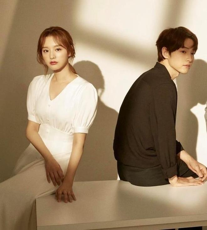 Song Joong Ki ne dung ben 'nguoi tinh tin don' trong bo anh moi hinh anh 4