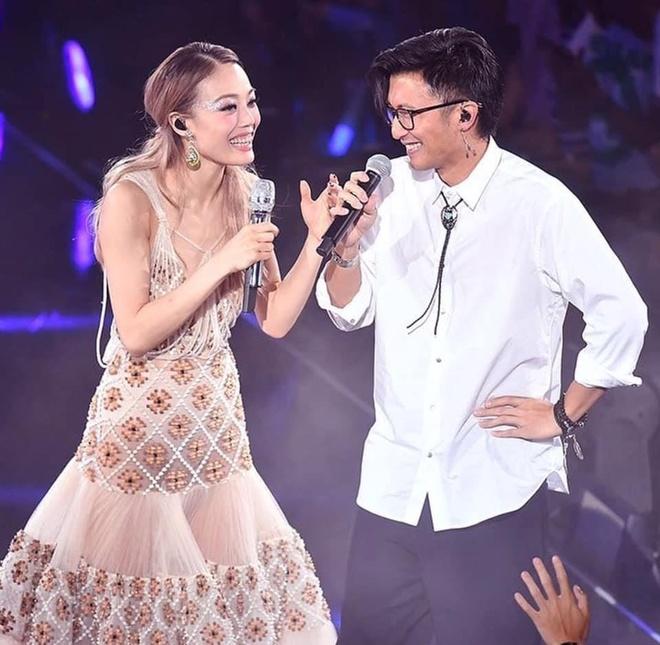 Dung To Nhi chung to quyen luc, moi nua showbiz Hong Kong du show hinh anh 7