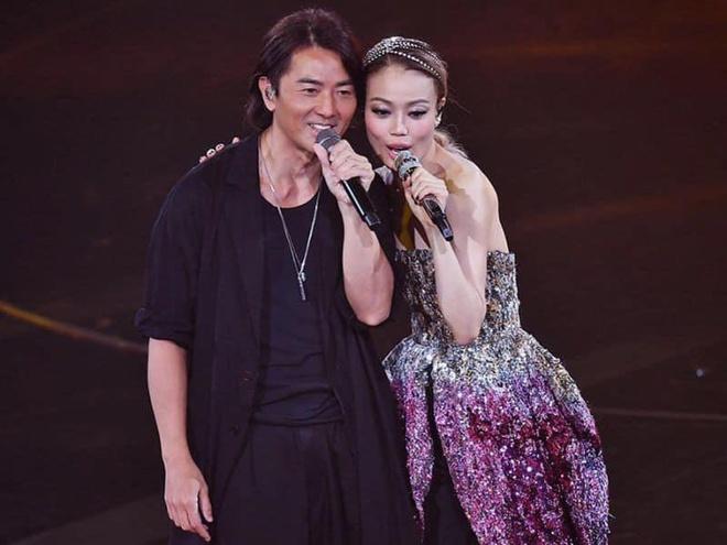 Dung To Nhi chung to quyen luc, moi nua showbiz Hong Kong du show hinh anh 5