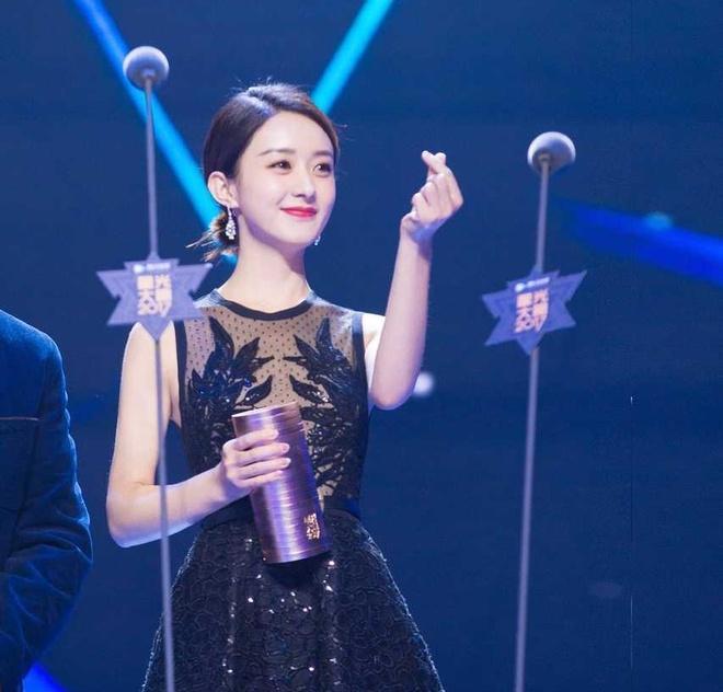Phung Thieu Phong don Trieu Le Dinh o san bay, bac tin don ngoai tinh hinh anh 2