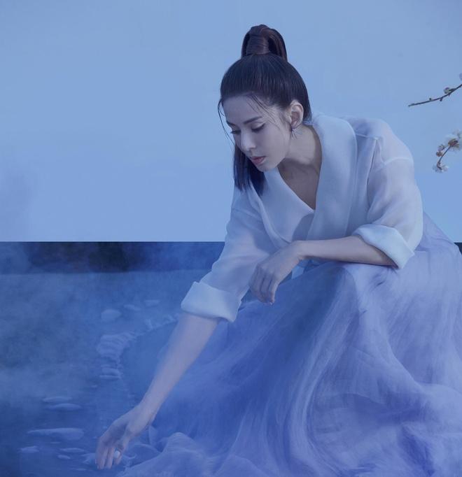 Ly Nhuoc Dong hoa than thanh hiep nu trong bo anh moi hinh anh 4
