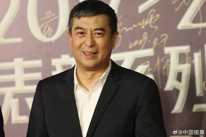 'My nu Tan Cuong' Dich Le Nhiet Ba khoe lung tran tren tham do hinh anh 10