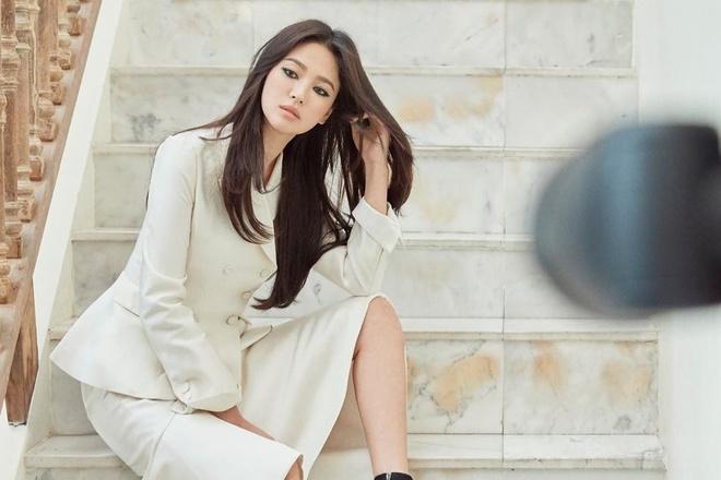 Song Hye Kyo tro lai mang xa hoi voi loat anh moi sau ly hon hinh anh 3