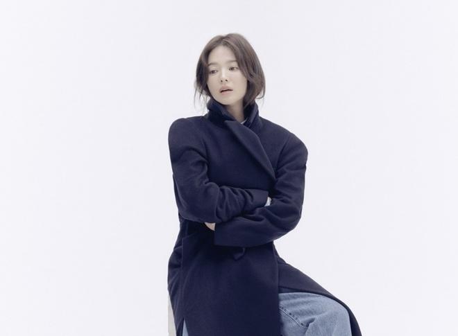 Song Hye Kyo tro lai mang xa hoi voi loat anh moi sau ly hon hinh anh 4