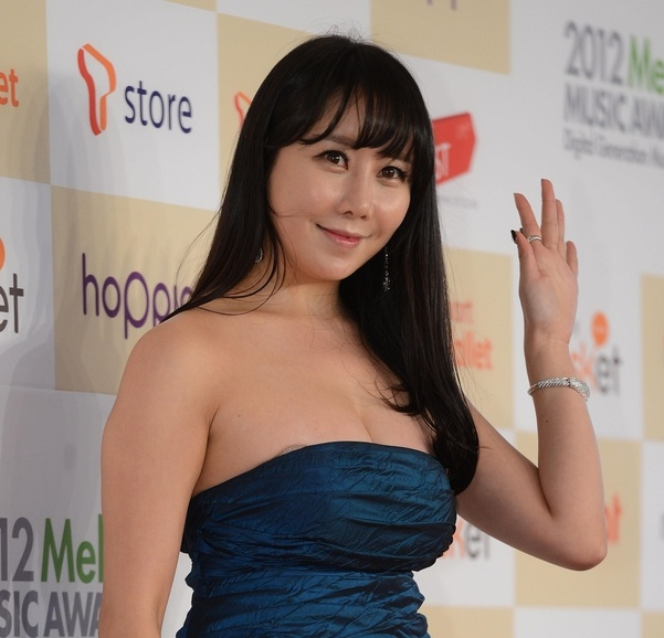 Ha Na Kyung - sao nu trang tay sau su co lo hang, hanh hung ban trai hinh anh 1