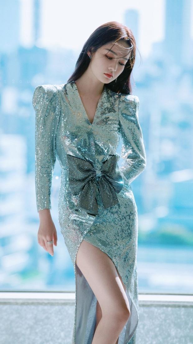 My nhan 'Chan Hoan truyen' dien vay ho lung goi cam hinh anh 8