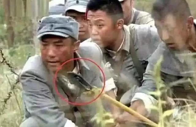 Do vat hien dai 'xuyen khong' trong phim co trang Hoa ngu hinh anh 3