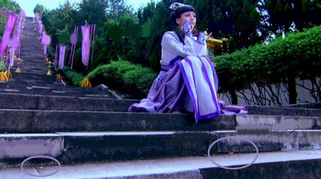 Do vat hien dai 'xuyen khong' trong phim co trang Hoa ngu hinh anh 5