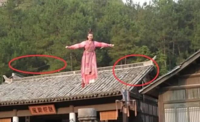 Do vat hien dai 'xuyen khong' trong phim co trang Hoa ngu hinh anh 11