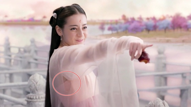 Do vat hien dai 'xuyen khong' trong phim co trang Hoa ngu hinh anh 15