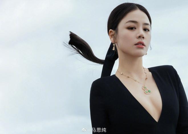 Hình ảnh lần đầu lên tạp chí của mỹ nhân Hoa ngữ
