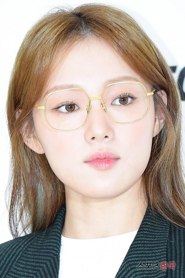 'Tien nu cu ta' Lee Sung Kyung chuong ke eyeliner sieu manh hinh anh 8