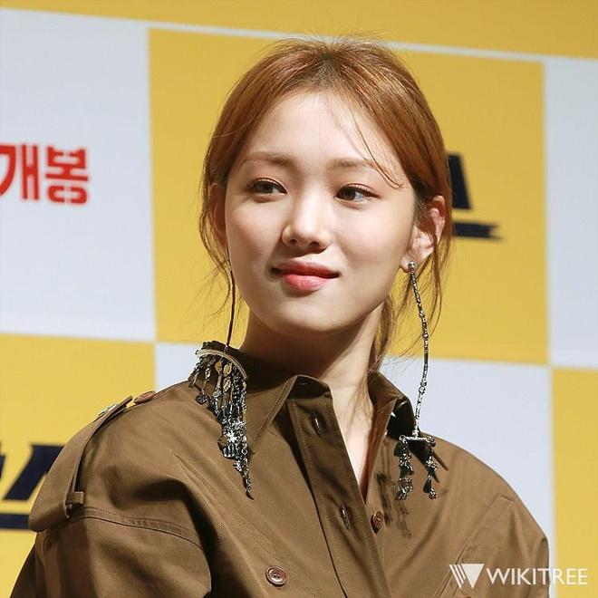'Tien nu cu ta' Lee Sung Kyung chuong ke eyeliner sieu manh hinh anh 6