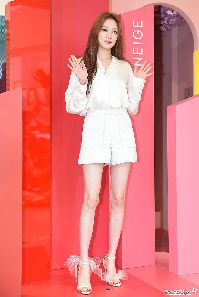 'Tien nu cu ta' Lee Sung Kyung chuong ke eyeliner sieu manh hinh anh 1