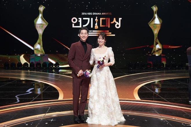 Thời trang ăn ý của Song Hye Kyo và Song Joong Ki ngày còn yêu - Ảnh 6