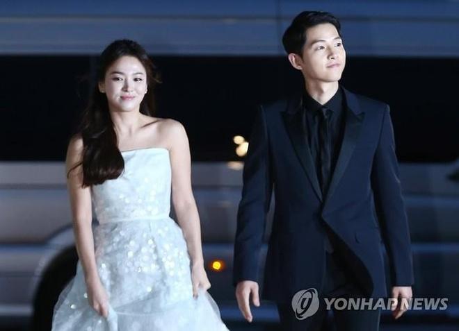 Thời trang ăn ý của Song Hye Kyo và Song Joong Ki ngày còn yêu - Ảnh 4