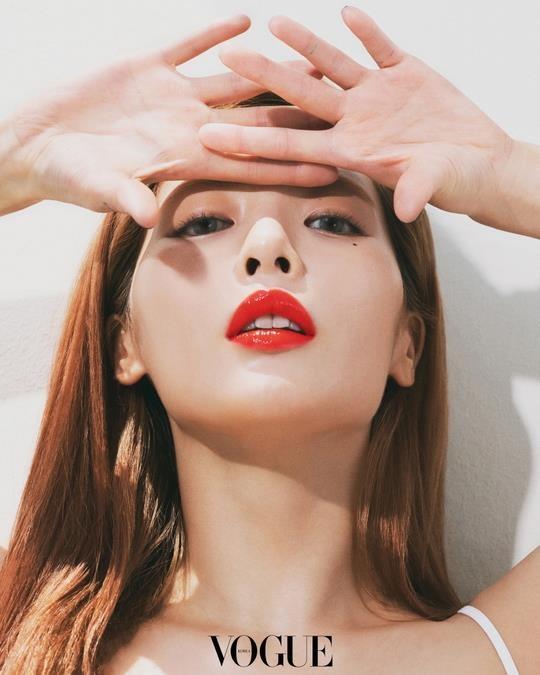 'Nu hoang sexy' HyunA dien bodysuit khoet nguc sau hinh anh 4