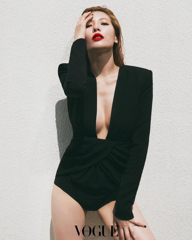 'Nu hoang sexy' HyunA dien bodysuit khoet nguc sau hinh anh 1
