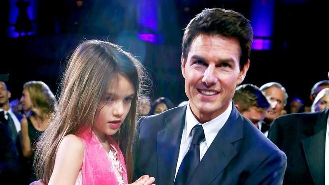 Tom Cruise bi cam gap con gai Suri suot 6 nam anh 2
