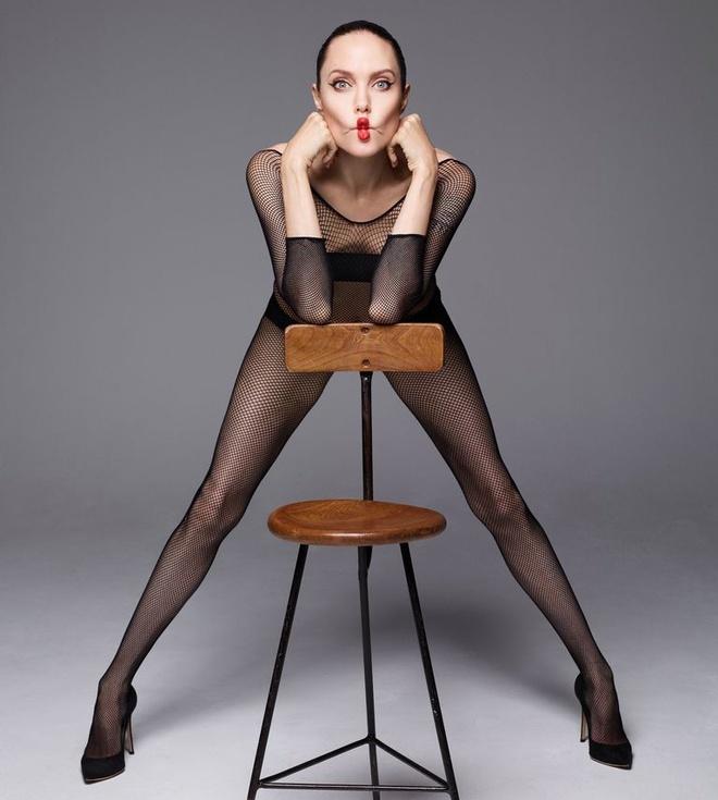 Angelina Jolie chup goi cam anh 5