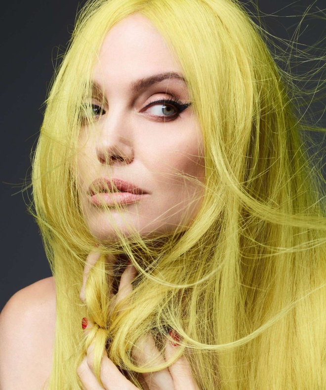 Angelina Jolie chup goi cam anh 6