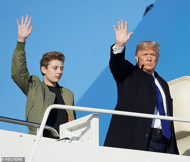 Barron Trump banh bao ben canh cha me hinh anh 6 4.jpg
