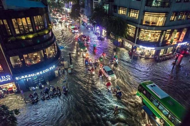 Vì sao Sài Gòn cứ mưa là ngập?