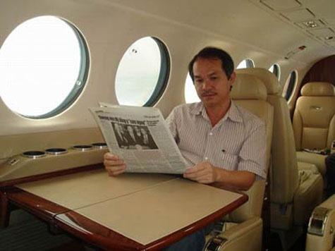 Bau Duc da ban may bay rieng cho hang hang khong moi hinh anh 1