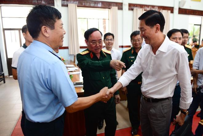 Tuong Tran Don: Giai toa 50 kiot, 3 cay xang giap san bay Tan Son Nhat hinh anh 1