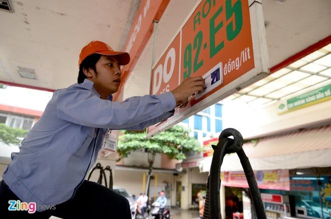 Mot doanh nghiep o Sai Gon kien nghi cho su dung lai xang RON 92 hinh anh