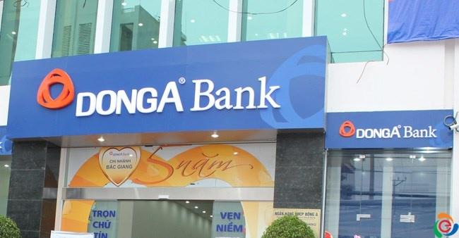 2 khach hang DongA Bank mat hon 200 trieu dong trong the ATM giua dem hinh anh