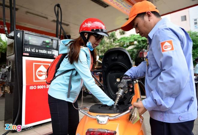 Giá xăng giảm mạnh từ 15h