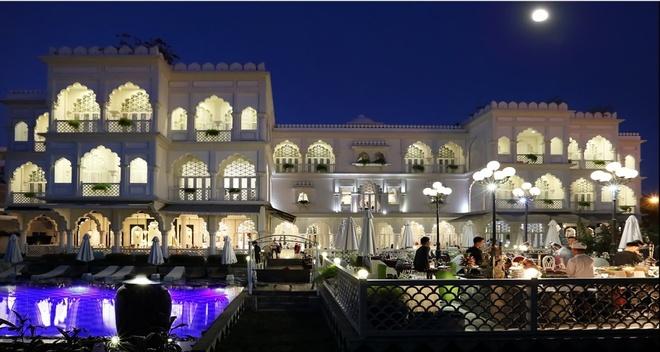 Ông chủ Khaisilk bán tòa lâu đài trắng ở Sài Gòn?
