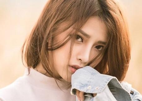 Nhan sac ban gai hot girl cua Phan Manh Quynh hinh anh
