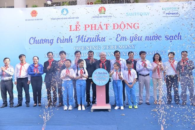 1.300 hoc sinh tham gia phat dong chuong trinh bao ve nuoc sach hinh anh 1