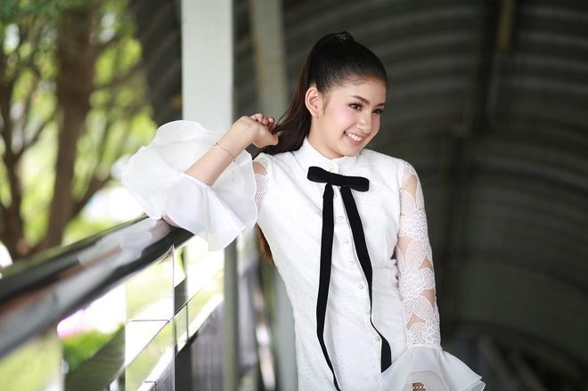 Hot girl Thai Lan 20 tuoi duoc menh danh 'con nha nguoi ta' hinh anh 2