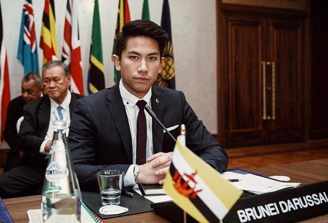 Hoang tu Brunei dien trai 'gay bao' khi tham gia SEA Games hinh anh
