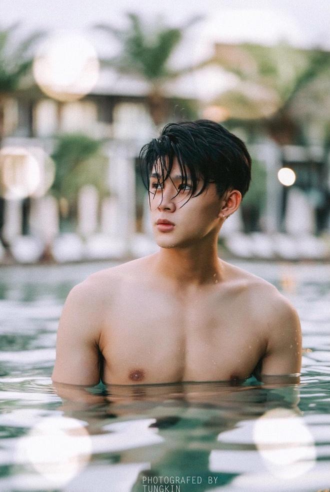 Nam chinh dien trai trong MV 'Ta con yeu nhau' cua Duc Phuc la ai? hinh anh 5