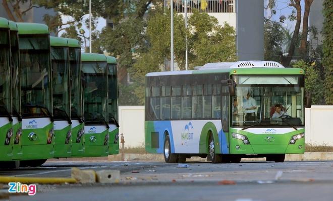 Ha Noi phat trien buyt nhanh BRT trong khi cho tau dien ngam hinh anh