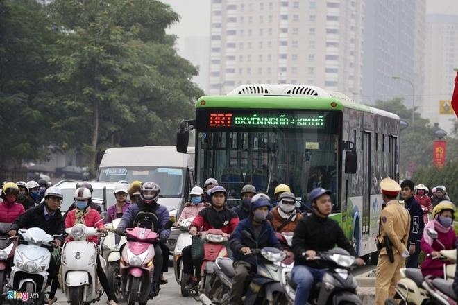 De xuat lap dai phan cach cung o nha cho buyt nhanh BRT hinh anh 1