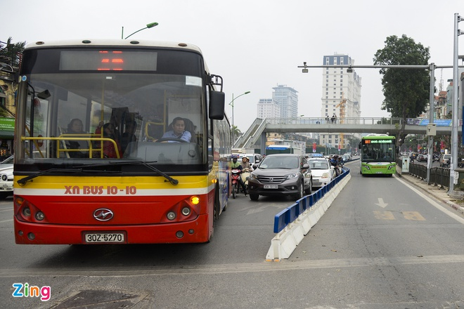 Ha Noi lap xong phan cach cung nha cho BRT Giang Vo hinh anh 1