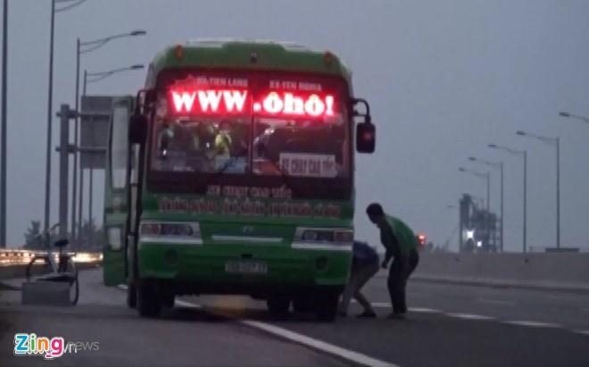Trieu tap,  xu phat nha xe don tra khach tren duong cao toc Ha Noi - Hai Phong. anh 1