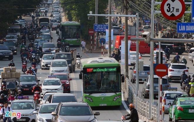 Ha Noi thi diem phuong an cho buyt thuong chay vao duong BRT hinh anh 1