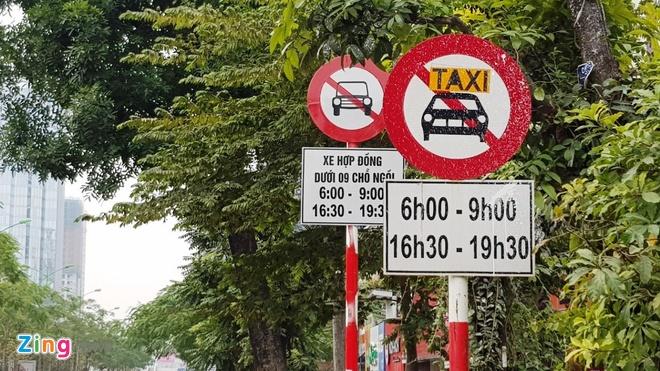 Ha Noi khong go bien cam taxi o 11 tuyen pho hinh anh 1