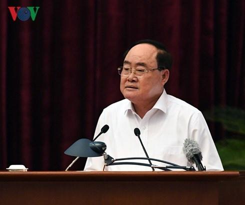 Ngay lam viec thu 2: Trung uong thao luan De an ve cong tac can bo hinh anh 5