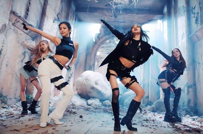 Trang phuc cua Black Pink 'cool ngau' va manh me hon trong MV moi hinh anh 6