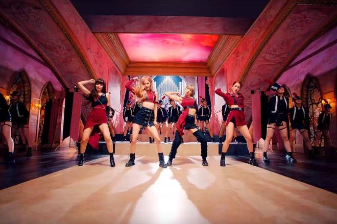 Trang phuc cua Black Pink 'cool ngau' va manh me hon trong MV moi hinh anh 7