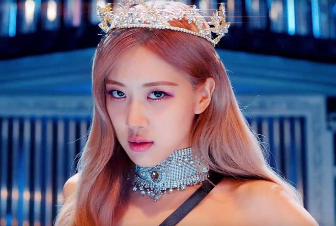 Trang phuc cua Black Pink 'cool ngau' va manh me hon trong MV moi hinh anh 9