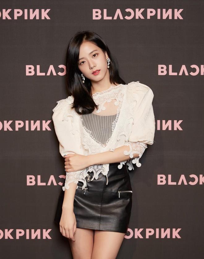 Trang phuc cua Jisoo cung dat khong kem gi Jennie hinh anh 3