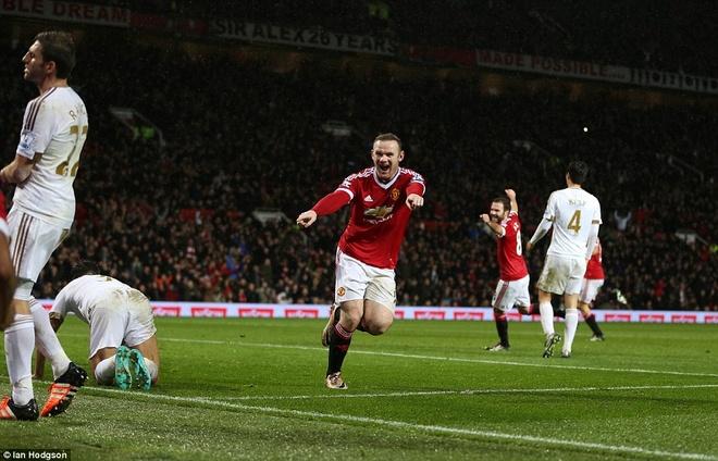 Rooney tim lai chinh minh khi bi don vao chan tuong hinh anh 2